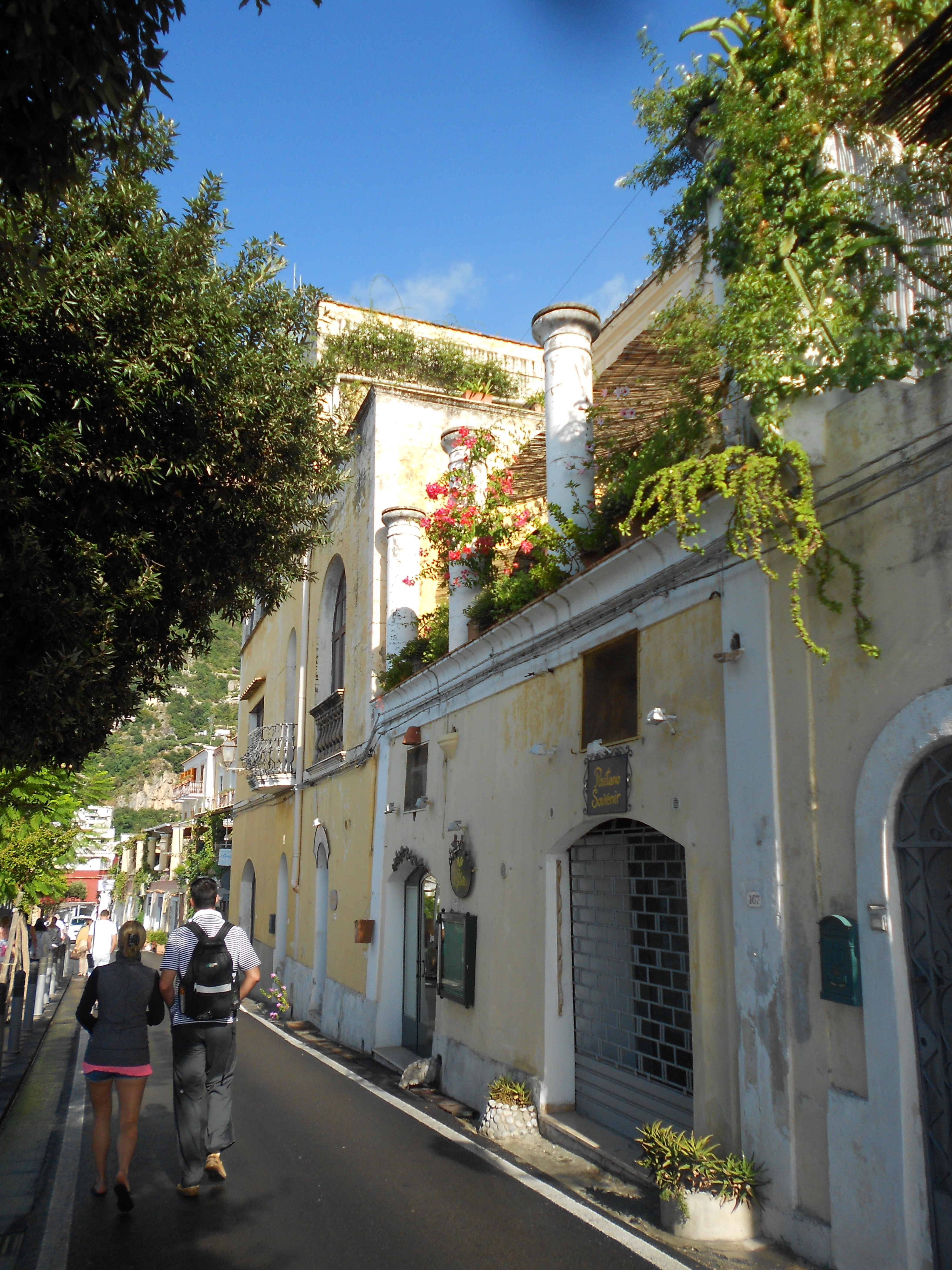 how to get to positano italy